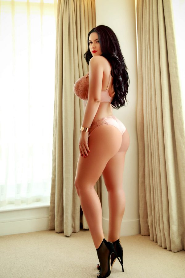 Sofia massage girl